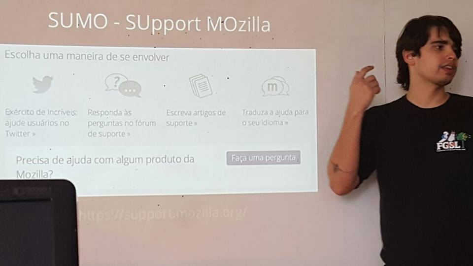 Sheldon Led no Software Freedom Day BSB 2016 palestrando sobre os principais projetos da Mozilla